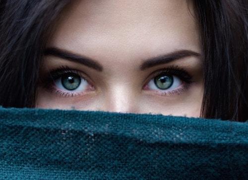 目の色を置き換える
