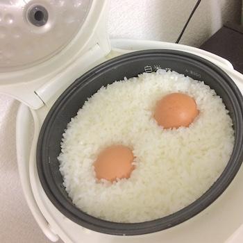 ゆで卵がごはんと一緒に炊ける