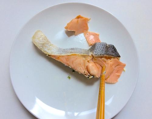 鮭をほぐす